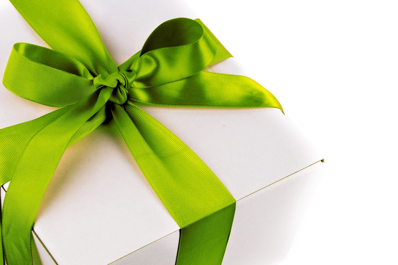 christmas-gift-box-14109688168Ik-2.jpg