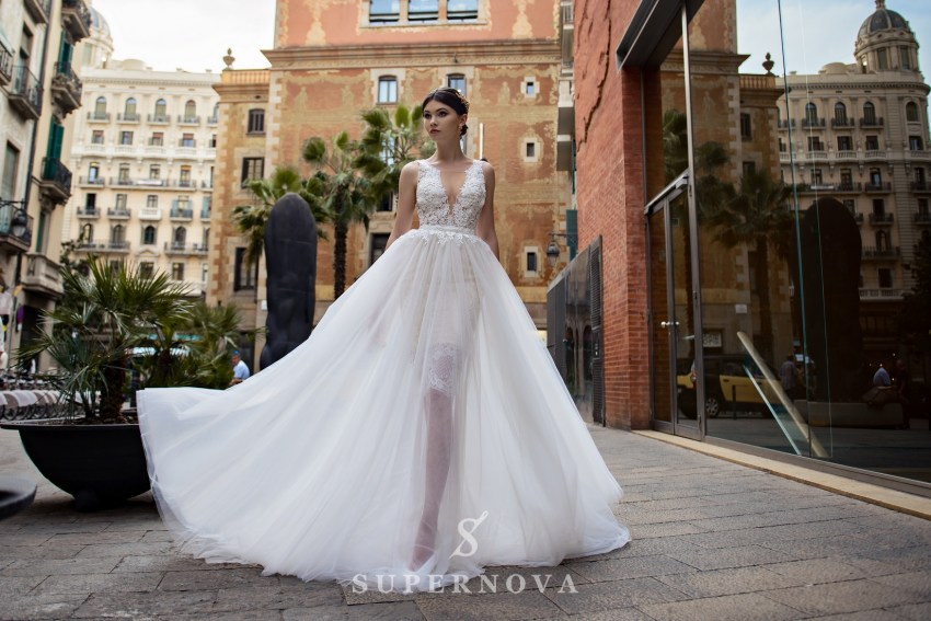 Весільна сукня зі знімною спідницею