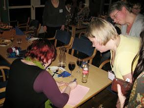 Photo: Under middagen erbjöds det lotter till garnlotteriet i masso som Lisa styrde upp med fast hand.