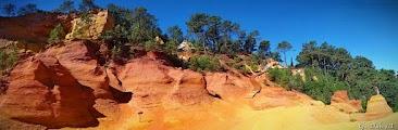 Скалы из охры близ Русильона