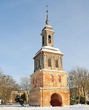 Photo: Toreinfahrt zum Schloß zu Remplin Im Schlosspark befindet sich die älteste erhaltene Sternwartenbau Mecklenburgs. Die Sternwarte wurde im Jahre 1793 von Friedrich der II Graf von Hahn (1742-1805) errichtet.