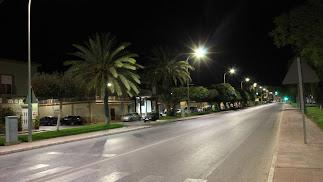 Una de las calles de Pulpí con nueva iluminación.