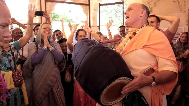 HH Indradyumna - Swami Kirtan at Srila Sanatan Goswami Samadhi Temple