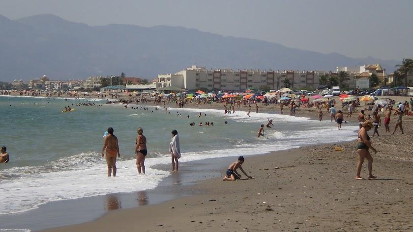 Playa de la Fábrica del Duro, en Cuevas, afectada por la erosión marina.