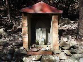 レンガ造りの祠