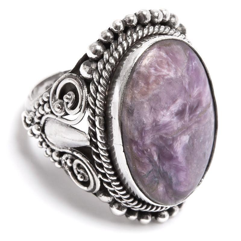 Charoit, ring i silver med filigrandetaljer