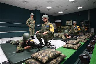 Photo: 國防部「103年全民國防教育暑期戰鬥營」共有17個營隊,精采、多元的軍事體驗等著大家來挑戰。(軍聞社記者卓以立攝)