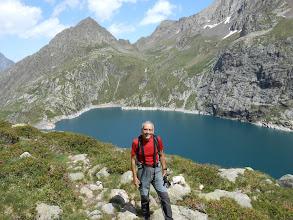 Photo: Le co-accompagnateur au-dessus du lac de Caillauas.