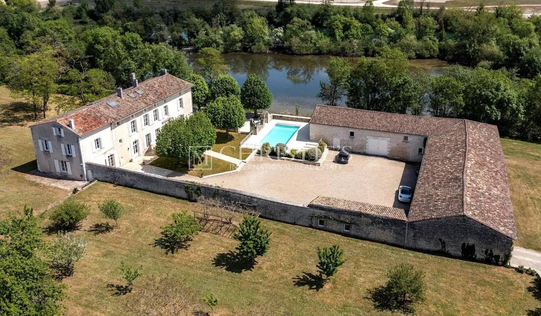 Propriété avec piscine Angouleme