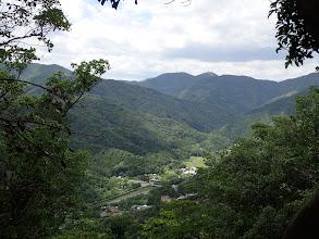 栃木頂切から大河内山(中央奥)