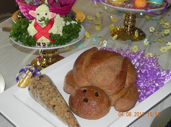 Woolly Butter Lamb's Easter Debut....He was so festive and brought beauty to the table...