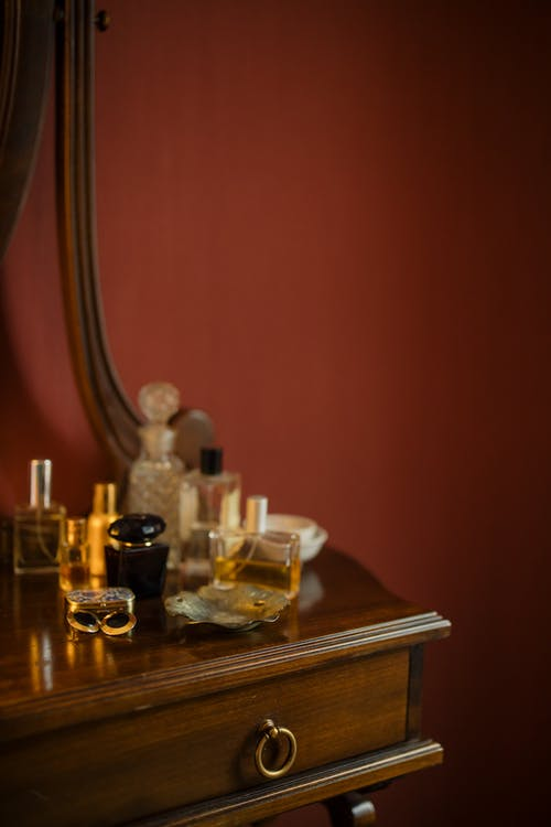Perfumes on the Table What Scent Is The Best For You?