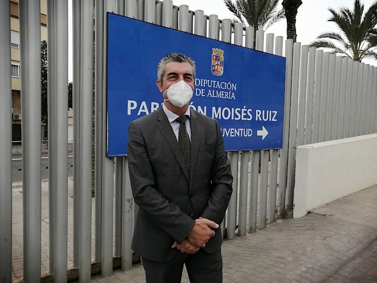 En los exteriores del Pabellón Moisés Ruiz.