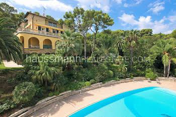 Maison 16 pièces 900 m2