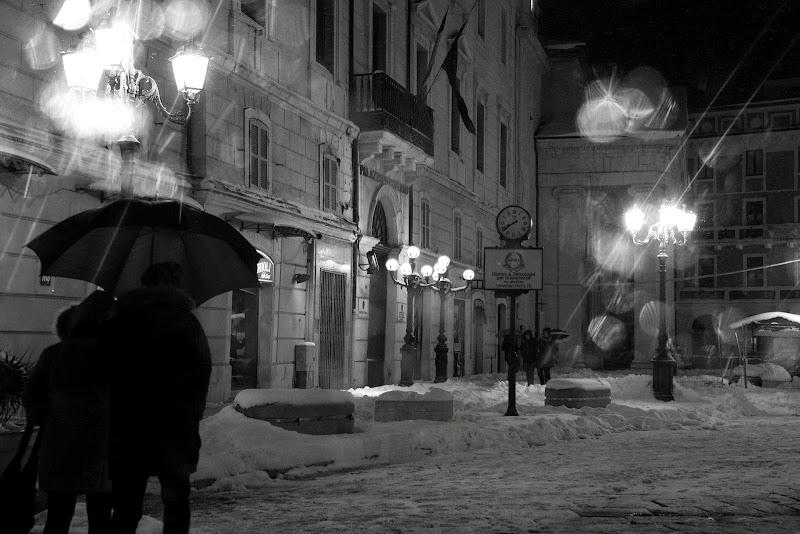 passeggiata sotto la neve di rino_savastano