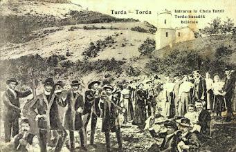 Photo: Cheile Turzii - Cabana veche - dupa 1918 (1910 cf.delcampe) sursa: http://postcards.hungaricana.hu/hu/225792/ si http://www.delcampe.net/page/item/id,278002325,var,TURDA-1910-TORDA-Petrecere-Port-popular-Intrarea-la-Cheia-Turzii-Lautari-unused-rare,language,E.html si  https://www.facebook.com/regikepeslapok/photos/a.1008949319120123.1073741848.996673943680994/1008955455786176/?type=3&theater si https://dintrecut.files.wordpress.com/2010/07/cheile-turzii-01d-ante-1918-cabana-veche-petrecere-campeneasca2.jpg si https://www.facebook.com/157561581034728/photos/a.158662867591266.4603.157561581034728/158711264253093/?type=3&theater  1905, Suciu Petru https://www.facebook.com/groups/biselectro/permalink/1345014658853825/  1910-1920 Dana Deac - Orasul care nu vrea sa moara - recenzie pe Facebook https://www.facebook.com/photo.php?fbid=257476207973839&set=a.110006829387445.1073741829.100011343845541&type=3&theater