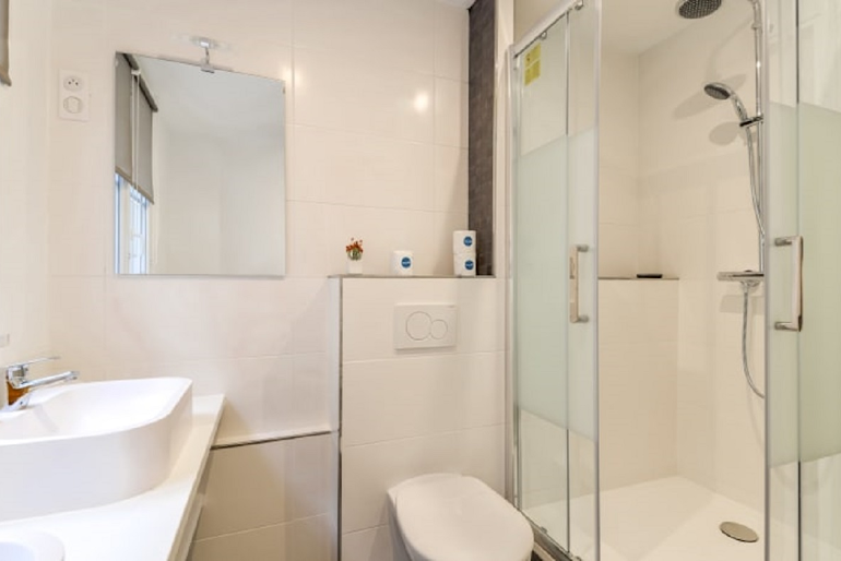 Luxury bathroom at Chevalier Saint-Georges Serviced Apartment, Louvre