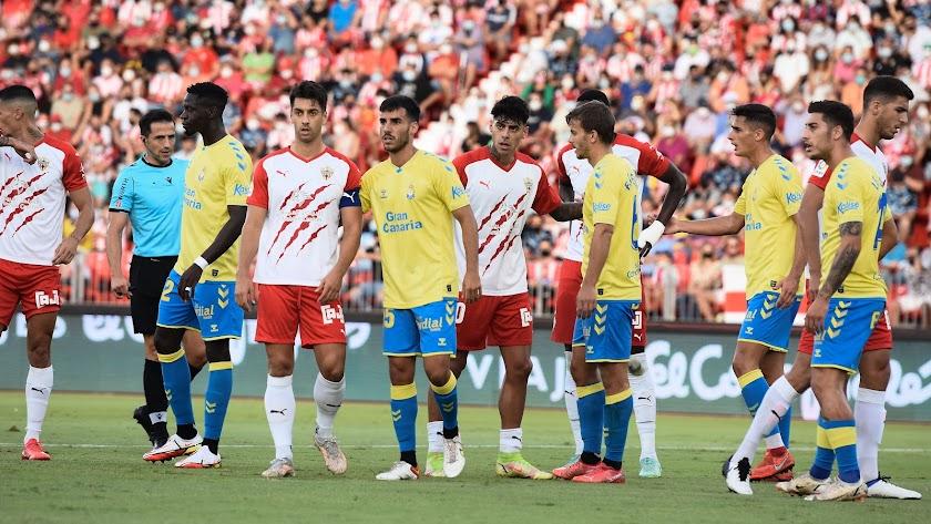 Una jugada del Almería-Las Palmas.