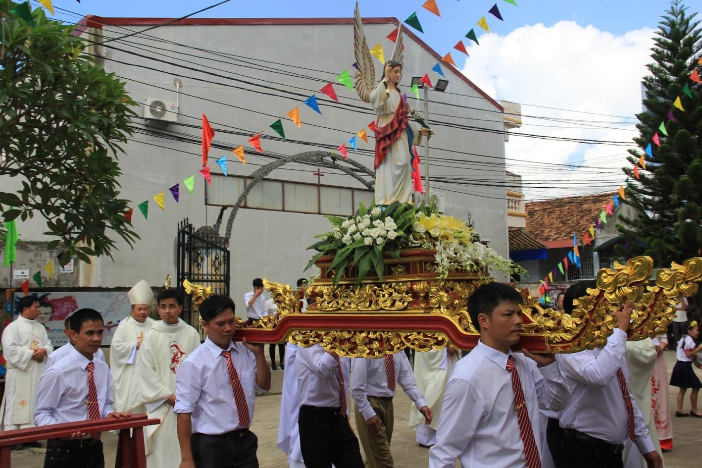 Giáo xứ Ngạn Sơn: Thánh lễ Bổn mạng và Làm phép Nhà mới - Ảnh minh hoạ 11