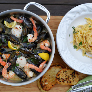 Steamed Mussels, Shrimp & Sea Scallops {over Linguine with Garlic Toast}