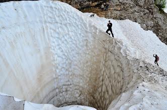Photo: 17 metrov globoka jama v snegu.