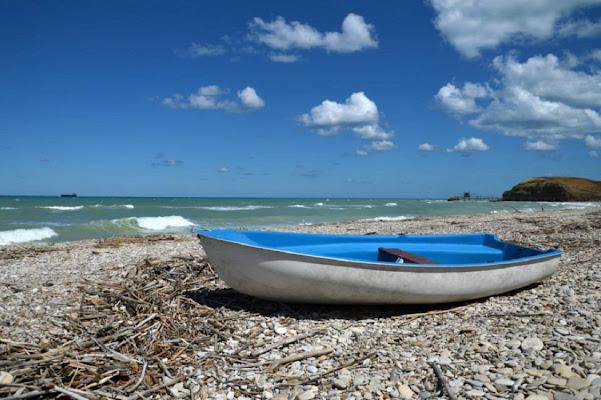 la barca sulla spiaggia di tatiana morello