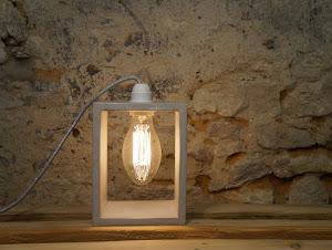 luminaire béton ciré gris design avec ampoule à filament rétro fait-main créatrice