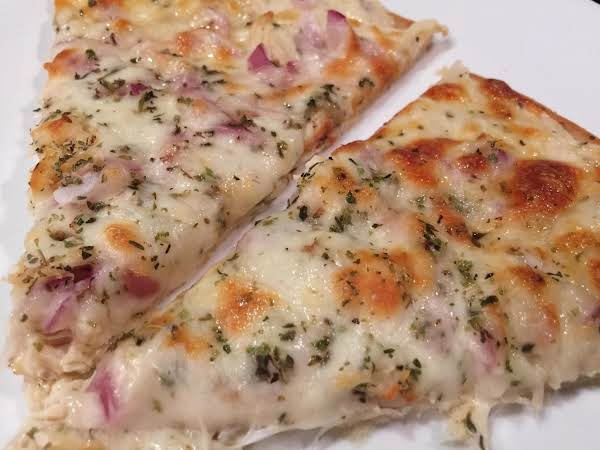 Roasted Garlic, Chicken & Herb White Pizza Recipe