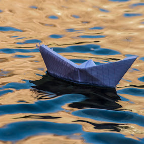 BOAT WAITING by Allal Fadili - Uncategorized All Uncategorized ( #todra )
