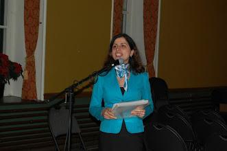 Photo: Mojgan, notre représentante étudiante au Bureau de direction, procède à la remise des prix