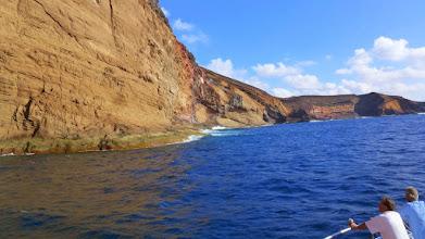 Photo: an der Westseite scheint die Insel auseinander gebrochen zu sein