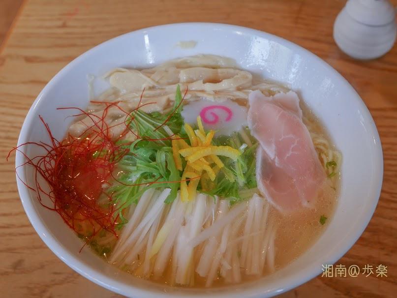 麺処 そばじん:柚子そば 鶏スープにたっぷりの柚子が利いていて贅沢である