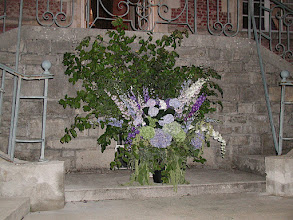 Photo: Bouquet au pied du perron avant