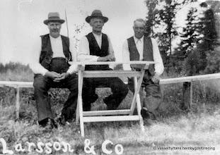 Photo: Myrbo 1930. Fr v Eskil Larsson Myrbo kom till Vasselhyttan 1919, Anders Karlsson, Gustaf Andersson