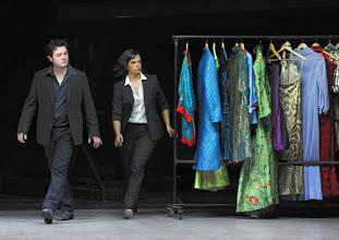 Photo: LES CONTES D'HOFFMANN im Theater an der Wien. Regie: Roland Geyer. Premiere: 4.7.2012. Arturo Chacon-Cruz, Roxana Constantinescu. Foto: Barbara Zeininger