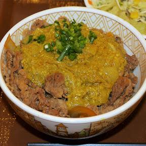 【異国グルメ】すき家のプーパッポンカレー牛丼が「また食べたい」と思える不思議な味