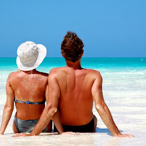 Chill out by Darius Apanavicius - People Couples ( water, caribbean sea, sea, beach, cuba )