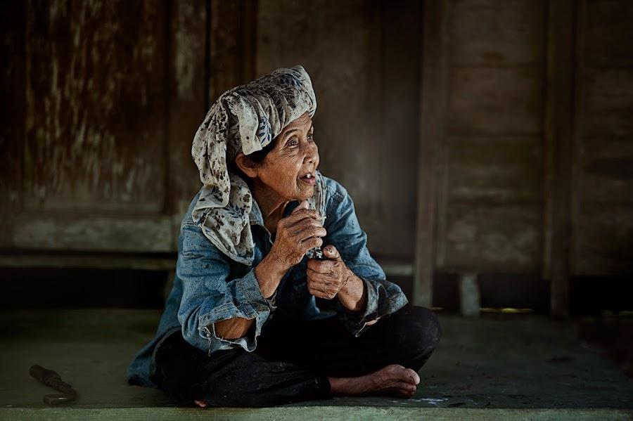 Tok Melah by Zulkifli Omar - People Portraits of Women ( woman, portrait of woman, old woman, people, portrait )
