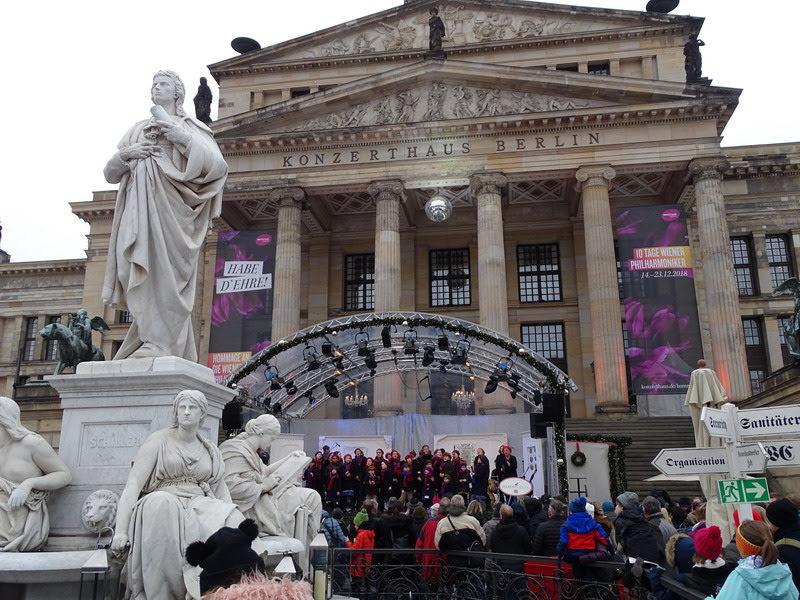 Предрождественский Берлин под дождем (декабрь 2018).