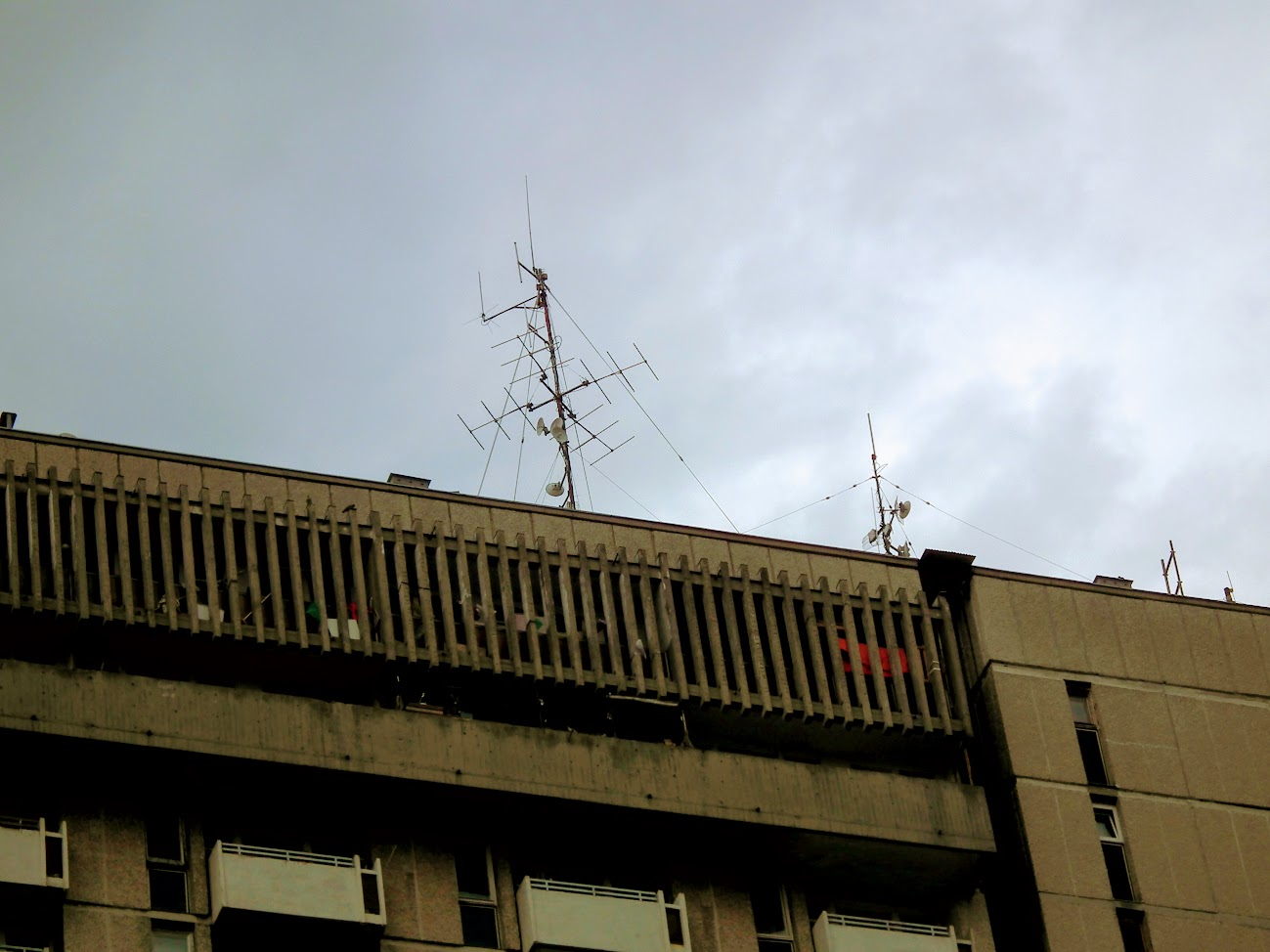 Debrecen/20 em. toronyház - helyi URH-FM adóállomás