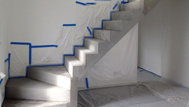 renovation-dun-ancien-escalier-en-chape-beton-avec-un-revetement-en-beton-cire
