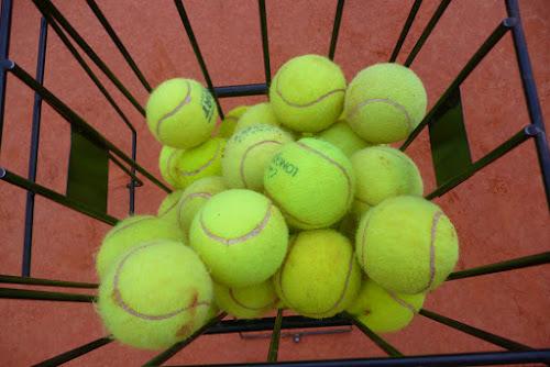 tennis balls di persepolis