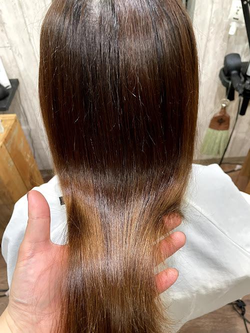 【大阪】軟毛でカラーをしている細い髪の毛に縮毛矯正をするには?