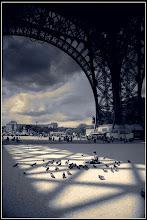 Photo: IGRA SENKI I NEZNOSTI PARIZ