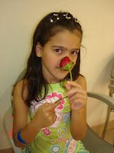 Photo: Daniele no camarim dos músicos com a flor que o Roberto entregou nas mãos dela no final do show. Menina de sorte, héin ? No primeiro show dela e já conseguiu pegar a rosa.