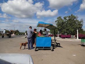 Photo: Taxikář nám koupil jakousi bagetu plněnou vepřovym masem. A nebyla vůbec špatná.