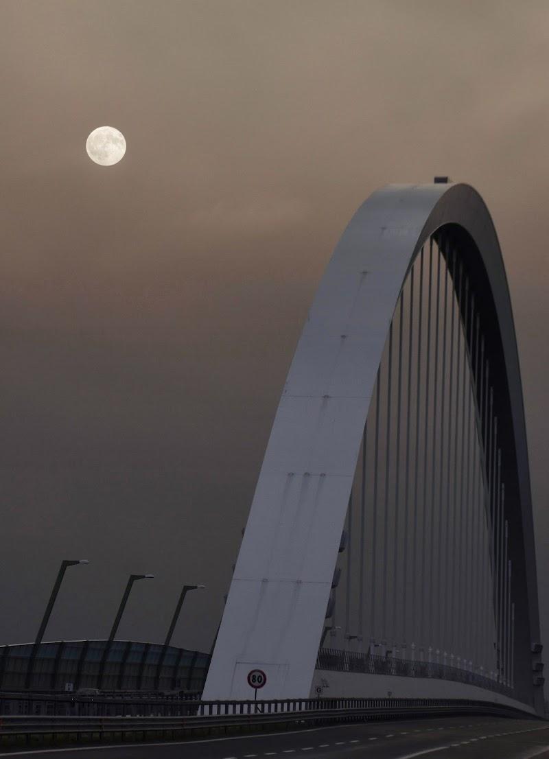 Un ponte per la luna. di gigidueelle