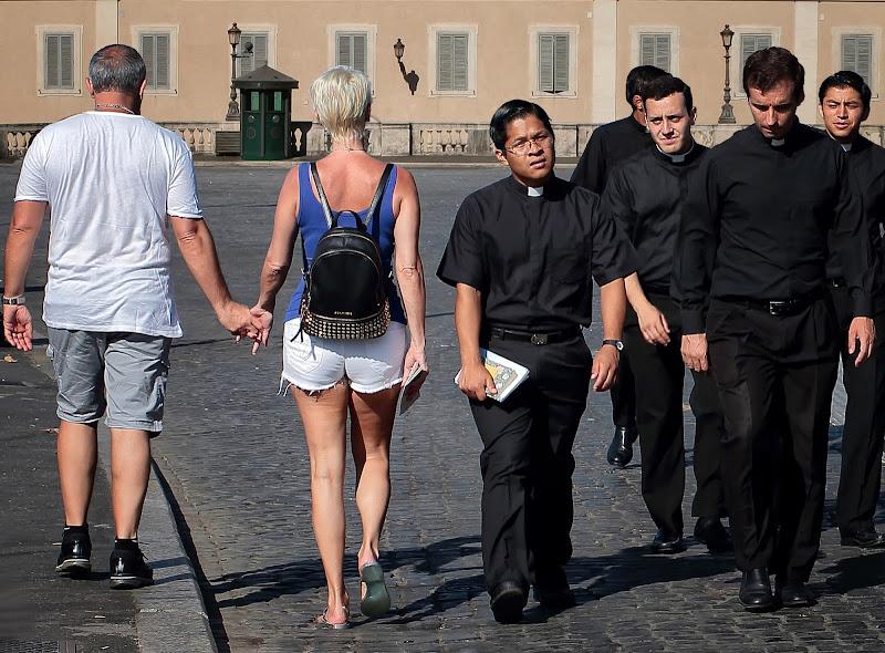 L'abito non fa il monaco di romano