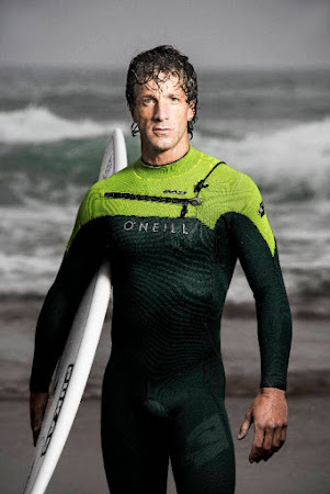 Meet Axi Muniain, Zarautz local and professional big wave surfer.
