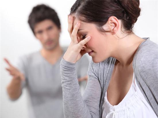 Một người chồng đã ngoại tình mà về nhà vẫn đánh đập vợ con thì không nên tha thứ.